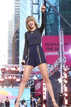 Taylor on gma Taylor Swift New, Taylor Swift Concert, Taylor Swift Style, Red Taylor, Taylor Swift Pictures, 80s Workout, Swift Photo, Music Photo, Photos Of The Week
