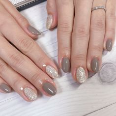 Make an original manicure for Valentine's Day - My Nails New Nail Colors, Nail Polish Colors, Polish Nails, Minimalist Nails, Fabulous Nails, Perfect Nails, Rounded Acrylic Nails, Gel Nagel Design, Nail Tattoo