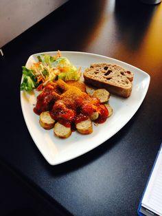 Unsere Currywurst. Auch sehr lecker mit frischem Brot!