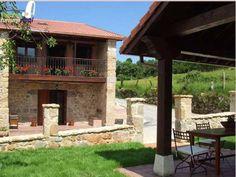 Casa Rural Marquesa de Viluma, se encuentra en San Pantaleón de Aras, Voto, Cantabria, a pocos kilómetros de las playas de Laredo.