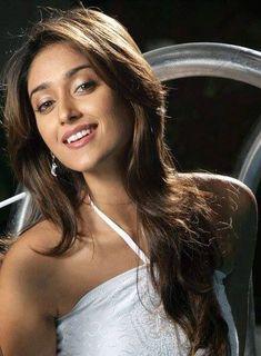Beautiful Girl Photo, Beautiful Women, Ileana D'cruz Hot, Sonakshi Sinha, Cute Beauty, Indian Beauty, Bollywood Actress, Girl Photos, Sexy Women