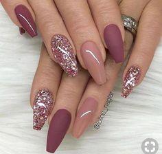 nails pink and gold - nails pink . nails pink and white . nails pink and black . nails pink and blue . nails pink and gold Mauve Nails, Burgundy Nails, Nail Art Rose, Rose Gold Glitter Nails, Sparkle Nails, Burgundy Nail Designs, Dark Pink Nails, Glitter Manicure, Glitter Nikes