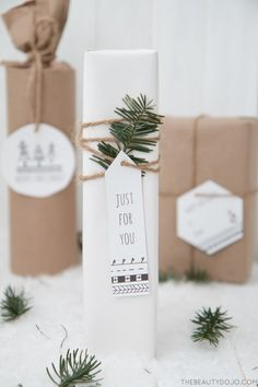 Love this Scandinavian wrapping style - free printable too