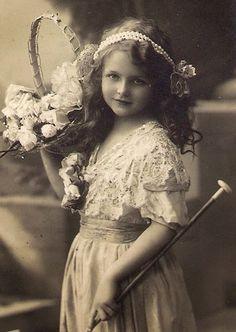 Vintage Rose Album: Dziewczynka z koszem kwiatów