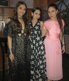 Karishma kapoor with kareena k khan and Sonam k Ahuja Kareena Kapoor Photos, Kareena Kapoor Khan, Bollywood Stars, Bollywood Fashion, Veere Di Wedding, Bollywood Celebrities, Indian Designer Wear, Indian Actresses, Cotton Dresses