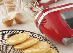 Mums are always on the lookout for quick, easy recipes to fill little (and some big) bellies - here is a yummy pikelet recipe from KitchenAid. Don't forget to tell a friend about Mouths Of Mums for your chance to win 1 of 5 KitchenAid Hand Mixers! Pikelet Recipe, Kids Meals, Easy Meals, Kitchen Aid Recipes, Thermomix Desserts, Homemade Muesli, Healthy Breakfast Recipes, Tray Bakes, Yummy Food