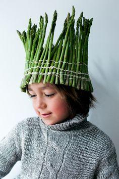 Asparagus crown - lifestyle kids portrait