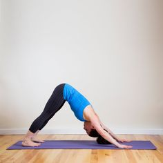 The latest tips and news on Yoga are on POPSUGAR Fitness. On POPSUGAR Fitness you will find everything you need on fitness, health and Yoga. Yoga Bewegungen, Yoga Flow, Yoga Moves, Tight Quads, Tight Hamstrings, Yoga For Flat Belly, 30 Minute Yoga, Stress Yoga, Dog Stress