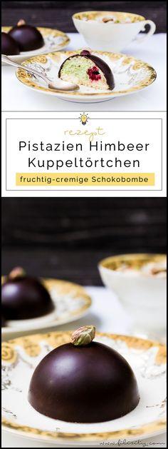 Pistazien-Törtchen mit Himbeeren | Feine Schoko-Kuppel mit Pistaziencreme und Biskuit | Filizity.com | Food-Blog aus dem Rheinland #dessert #kuchen #schokolade