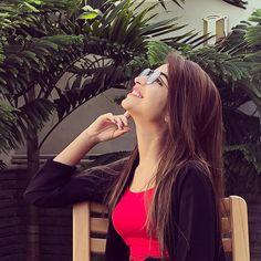 Kinza Hashmi Beautiful Eyes Images, Beautiful Girl Photo, Cute Girl Photo, Beautiful Girl Indian, Girl Photo Poses, Girl Photography Poses, Beautiful Indian Actress, Girl Poses, Magical Photography