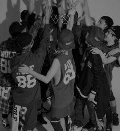 "EXO : Découvrez le premier teaser MV de ""Wolf"", titre phare de l'album ""XOXO"" Chen, Exo Dear Happiness, Exo Group Photo, Super Junior T, Kai, Exo 12, Wolf, Exo Album, Exo Official"