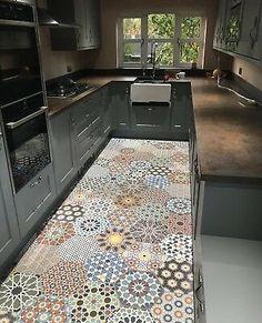Kitchen Room Design, Home Decor Kitchen, Kitchen Interior, New Kitchen, Home Kitchens, Galley Kitchen Design, Wall And Floor Tiles, Kitchen Flooring, Kitchen Remodel