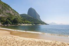 En Río De Janeiro (si os sobra autoestima), ¿qué te parece la coqueta playa de Vermelha?