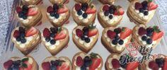 Recept Linecká patrová srdíčka s mascarpone krémem a ovocem Cheesecake, Desserts, Food, Mascarpone, Tailgate Desserts, Deserts, Cheesecakes, Essen, Postres