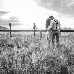 #PoemasAlAlba #JustoMarcoAutor #Poesía. Me enamoré de ti sin poder evitarlo, pues reluces como una estrella en la oscuridad. #FelizLunes #amor #desconexion #poema Amazon Prime Day, No Response, Digital Marketing, Public, Author, Relationship, Couple Photos, Verify, Consideration