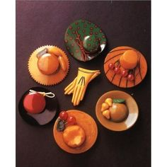 OMG Bakelite hat and gloves brooches