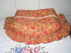 Cesta porta pão em patchwok, tecido 100% algodão, forro interno algodão cru; usa-se aberta e fechadinha para guardar pães.