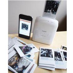 Fujifilm Instax Share SP-1 Second mulus, BONUS 1box film photo (Fujifilm Refill Instax )Fitur Produk Portable Printer Dapat menghasilkan foto instan langsung dari smartphone Dapat meng-upload atau sharing foto ke beberapa media sosial Klasik, bingkai instax sederhana membuat foto Anda terlihat seperti diambil dengan kamera instan Supported image format : JPEG