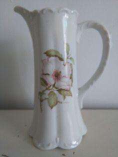jarron.porcelana.Precioso detalle floral en el centro.tiene sello grabado. Precio 19€ Telefono 670794048, Maria