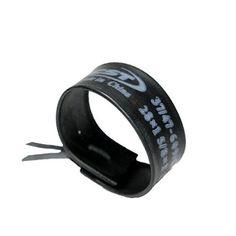 fietsband-armband! voor de mannen. evt. een fluor oranje touwtje