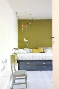 Love this simple bed and pop of color for the kids' rooms...