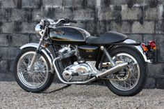 Norton 850 Commando café racer