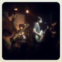 @VINILOVERSUS rompiendo la tarima del teatro bar valencia #fridaynight #concert #rock