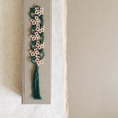 I enjoyed tatting this bookmark pattern by Sabina Madden because it reminds me of the Naupaka flowers in Hawaii. by lovelytatting