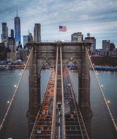"""New York City on Instagram: """"Center cut 👌🏼✨ . . . . Awesome shot 📸: @marcus_aureliuz #manhattan #nyc #newyorkcity #newyork #nycviews #nyclife #newyork_ig #ig_newyork…"""" New York City Manhattan, Brooklyn New York, Brooklyn Bridge, New York Pictures, New York Photos, Miami, Vacation Places, Places To Travel, Ciudad New York"""