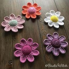 Yarn Crafts, Diy Crafts, Crochet Decoration, Square Patterns, Beautiful Crochet, Flower Making, Crochet Flowers, Handicraft, Crochet Projects
