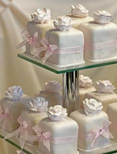 Cake / Fondant Yummy Wedding Cupcakes ♥ Mini cakepins.com