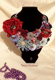 Collana stile Boho. Fiori di textil di Le meravigle di nastro su DaWanda.com
