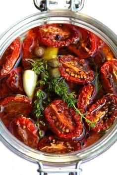 Getrocknete und marinierte Tomaten