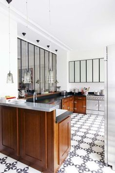Kitchen. Floor. Tile Pattern. Mirrored Cabinets. Wood. Black and White. Home. Decor. Design.