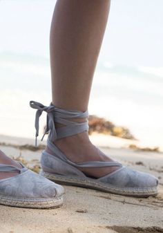 When it comes to style and comfort, espadrilles are hard to beat. Do good while looking good when you #paypalit at @toms for this beautiful grey pair.