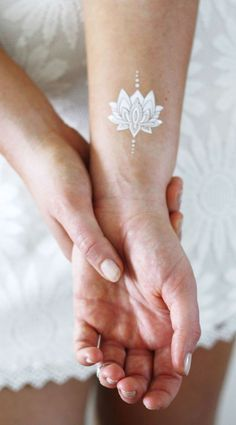 https://tattoorary.com/products/silver-and-white-lotus-temporary-tattoos