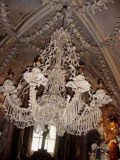 Memento mori chandelier--from the Sedlec Ossuary-Kutna Hora, Czech Republic Memento Mori, Sedlec Ossuary, Post Mortem, Human Skeleton, Skeleton Bones, Spooky Places, Skull And Bones, Kirchen, Skull Art