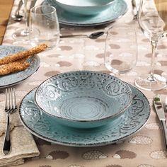 Le tenui nuances del bianco, del sabbia e del turchese sono perfette da accostare tono su tono oppure da mixare creando armoniose combinazioni. Serendipity, Plates, Tableware, Kitchen, Licence Plates, Dishes, Dinnerware, Cuisine, Griddles