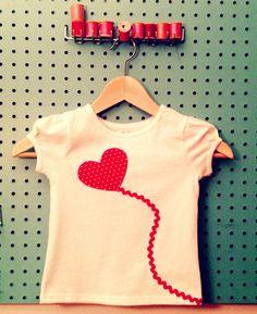 Valentine Shirt Herzilein Applique Tee für Kinder-rote Ballon auf weiß