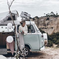 Coffee 💥 Another one with Rio! Loved this trip so much and how we were living so tight but cozy making our coffees, dinners and turning the fairy lights on at night ✨ Camper Life, Vw Camper, Vw Bus, Volkswagen Minibus, Bus Girl, Automobile, Combi Vw, Cool Vans, Vintage Caravans