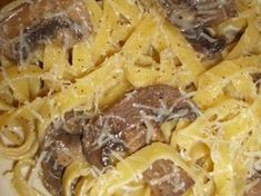 Tagliatelle cu ciuperci si smantana Pastry Cake, Macaroni And Cheese, Avocado, Food And Drink, Pasta, Ethnic Recipes, Cakes, Mac And Cheese, Patisserie Cake