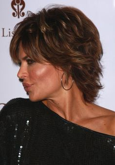 Side View with Shoulder Length Haircut for Women from Lisa Rinna