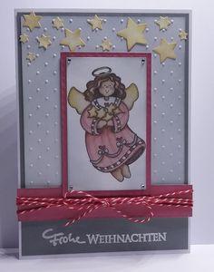 handgefertigte Weihnachtskarte, Image von Laurie Furnell Techniken: distress, embossing, stanzen, prägen. CrafTables Punch Die Stars. Niedlich in rosa und grau.