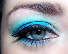 always wanted blue eyes..oh i love the make up too