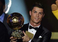 Masih ingat Balloon D'Or terakhir disabet Cristiano Ronaldo? Kira-kira tahun ini akan jatuh ke tangan siapa ya? #SMARTsport