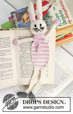 """Bella, the Book Bunny / DROPS Extra 0-633 - Gehäkeltes DROPS Buchzeichen (Hase) in """"Alpaca"""" für den Osterkrimi."""