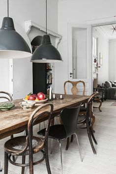 Bleiben Sie doch einfach zuhause – vor allem dann, wenn man ein Festessen mit Freunden geniessen kann. Wie Sie Ihr Esszimmer toll einrichten können.