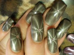 Magnetic Star Nails http://www.naildesignspro.com/star-nail-designs/