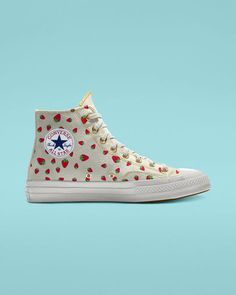 NAYVA By You - Chuck 70 - Women's style: Patterns of sustainability Dr Shoes, Sock Shoes, Me Too Shoes, Converse All Star, Converse Shoes, Cool Converse, Converse Chuck, Moda Sneakers, High Top Sneakers