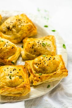 Cheese & Onion Rolls | Happy Veggie Kitchen One Pot Vegetarian, Vegetarian Curry, Vegetarian Cheese, Vegetarian Recipes, Healthy Recipes, Vegetarian Appetizers, Cooking Recipes, Masala Sauce, Cheesy Mashed Potatoes